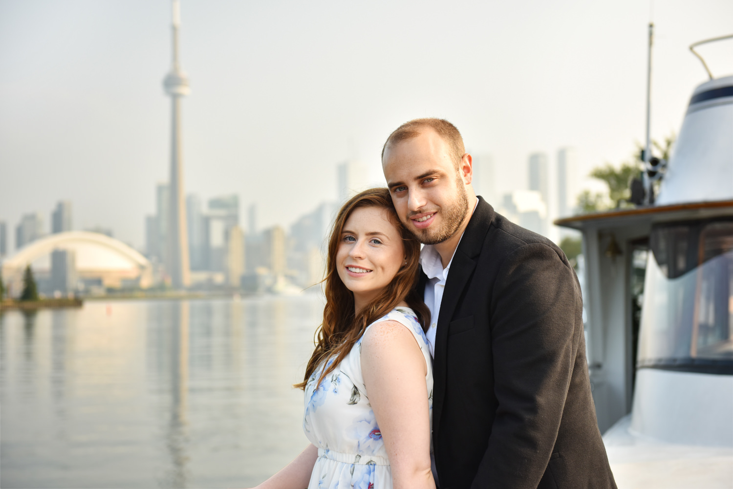 romantic/yacht-engagement-photos